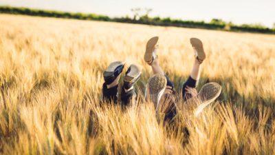 photographe famille original champ de ble pezenas caux roujan studio graou