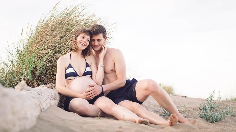 Photographe femme enceinte à la plage - Studio Graou dans l'Hérault