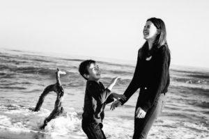 seance photo famille originale studio graou rire inoubliable
