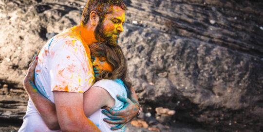 shooting couple poudre coloree holi studio graou