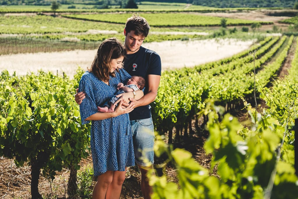 shooting photo naissance bebe original vigne exterieur fontes herault