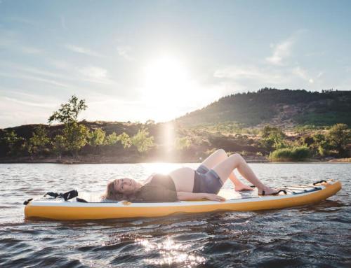 Shooting photo grossesse – Lac du Salagou en paddle