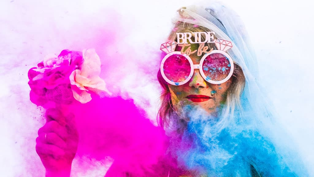 bride to be shooting poudre colorée holi